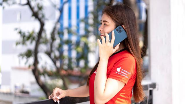 iPhone 12 giảm hơn 5 triệu, tặng thêm sạc nhanh 20W làm nóng thị trường dịp cuối năm - Ảnh 1.