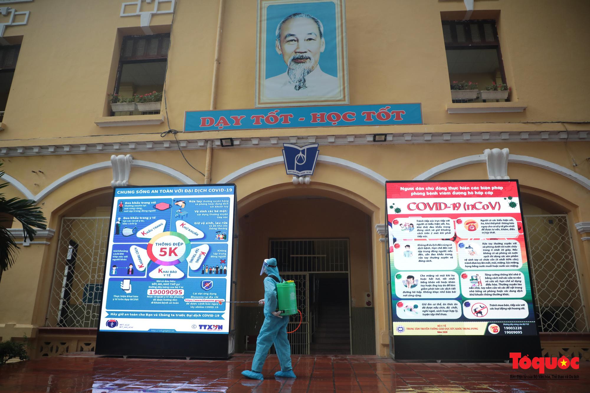 Hà Nội: Các trường học tổng vệ sinh, xây dựng phương án đón học sinh trở lại trường - Ảnh 6.