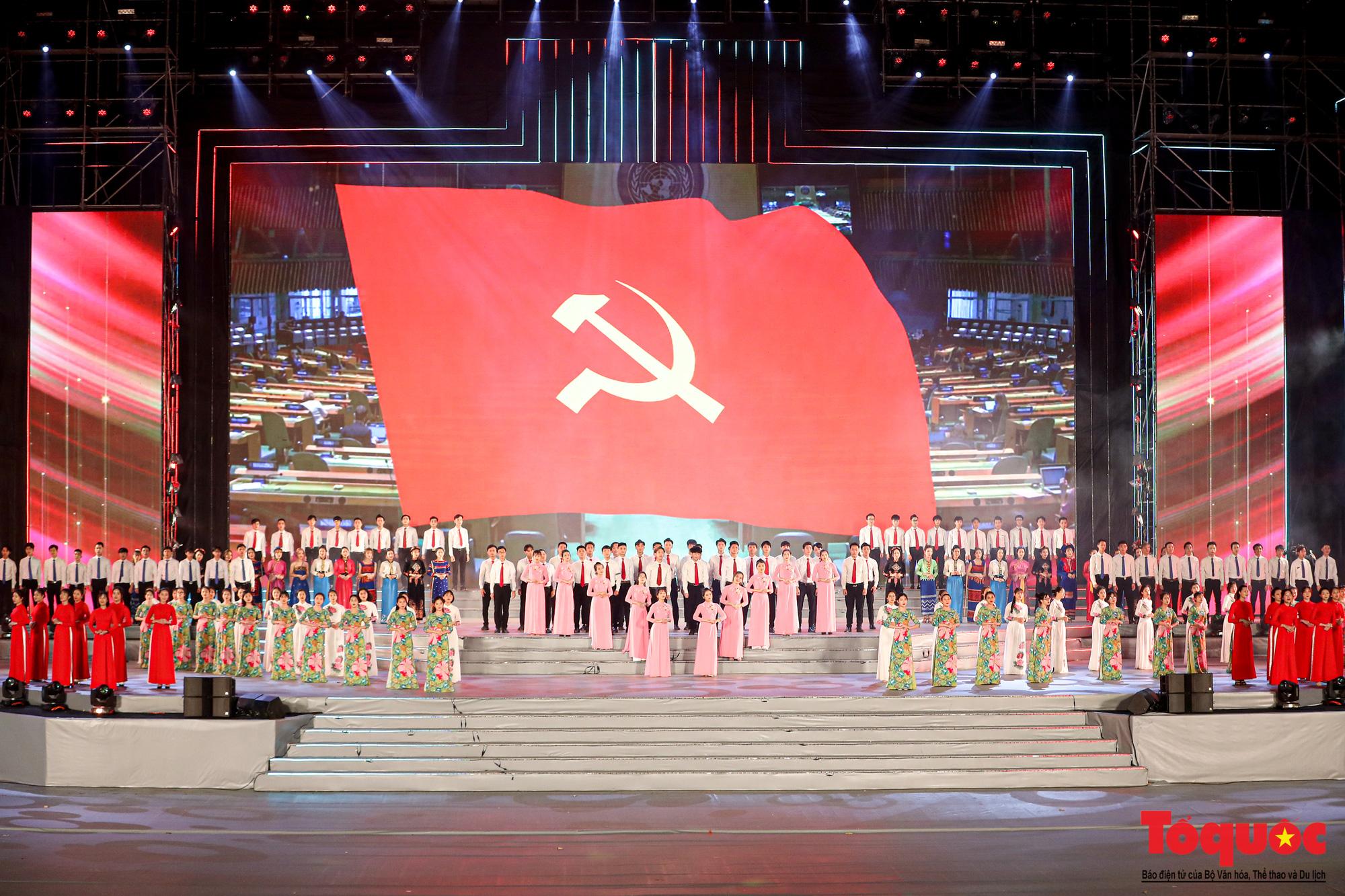 [Ảnh] Hoành tráng chương trình nghệ thuật 'Khát vọng - Tỏa sáng' chào mừng thành công Đại hội XIII của Đảng - Ảnh 6.