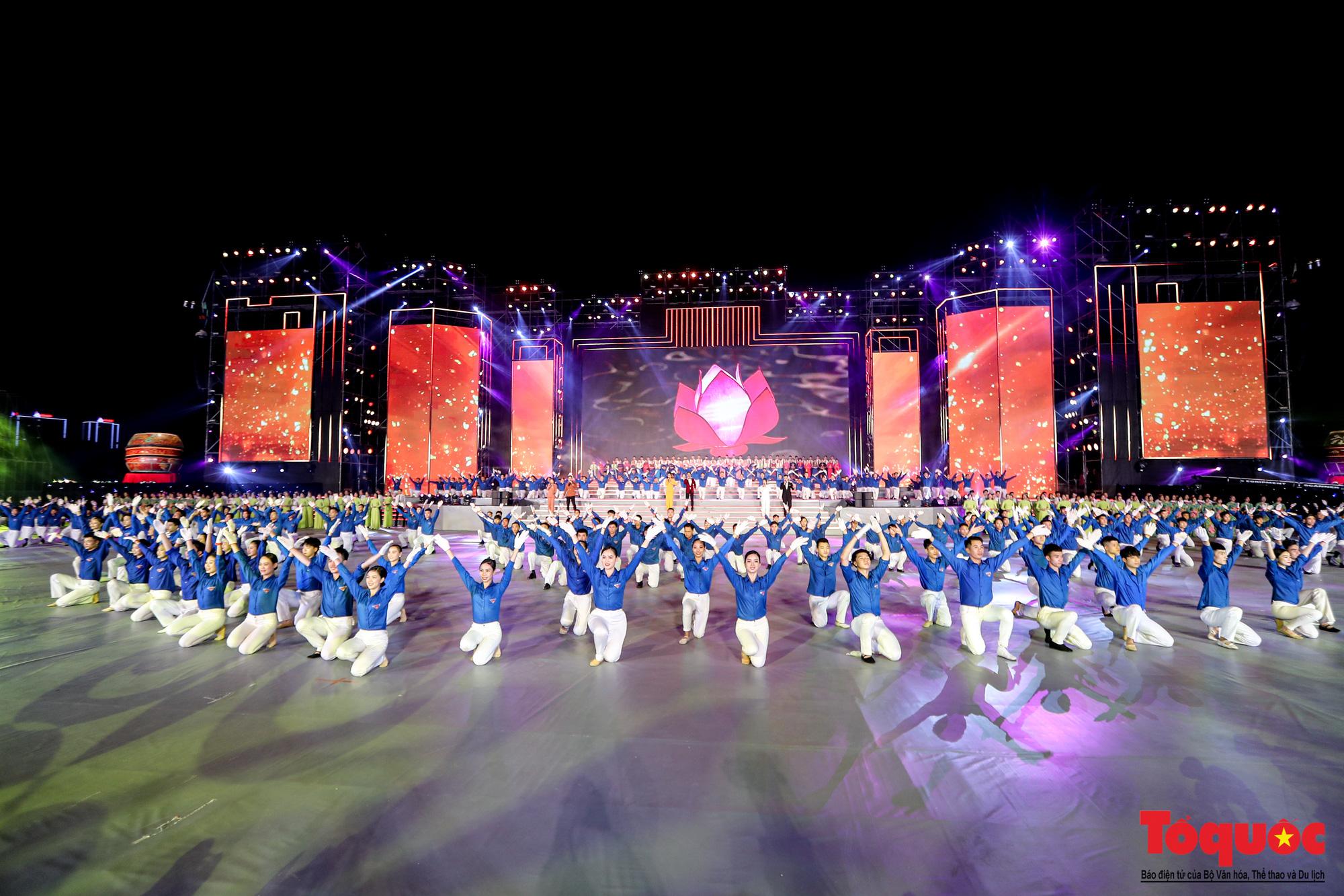 [Ảnh] Hoành tráng chương trình nghệ thuật 'Khát vọng - Tỏa sáng' chào mừng thành công Đại hội XIII của Đảng - Ảnh 10.