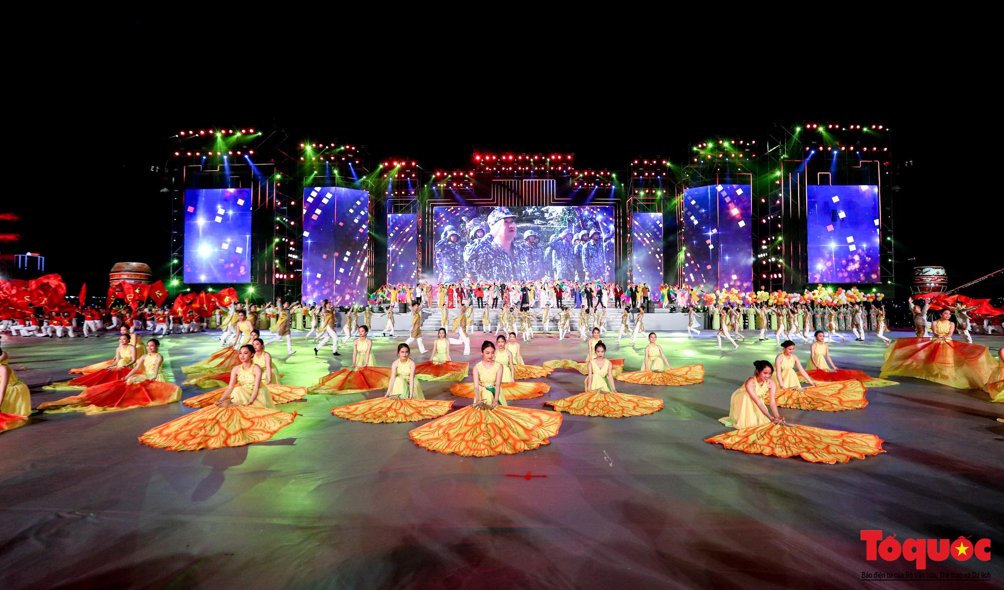 [Ảnh] Hoành tráng chương trình nghệ thuật 'Khát vọng - Tỏa sáng' chào mừng thành công Đại hội XIII của Đảng - Ảnh 13.