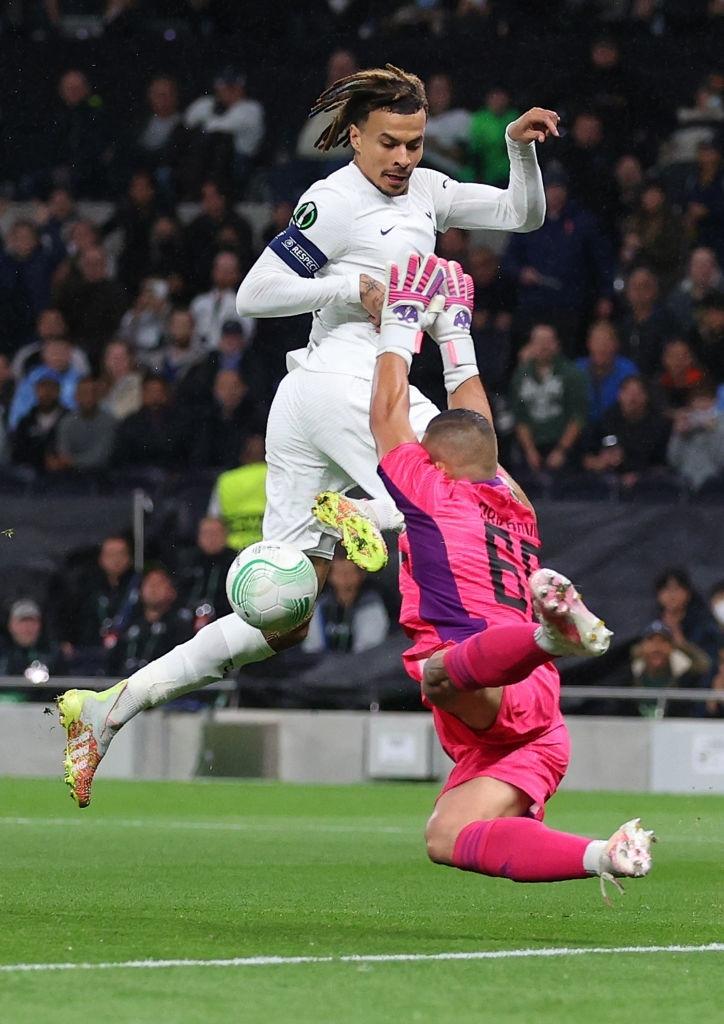 Son kiến tạo, Kane lập hat-trick giúp Tottenham lên đầu bảng xếp hạng Conference League - Ảnh 1.