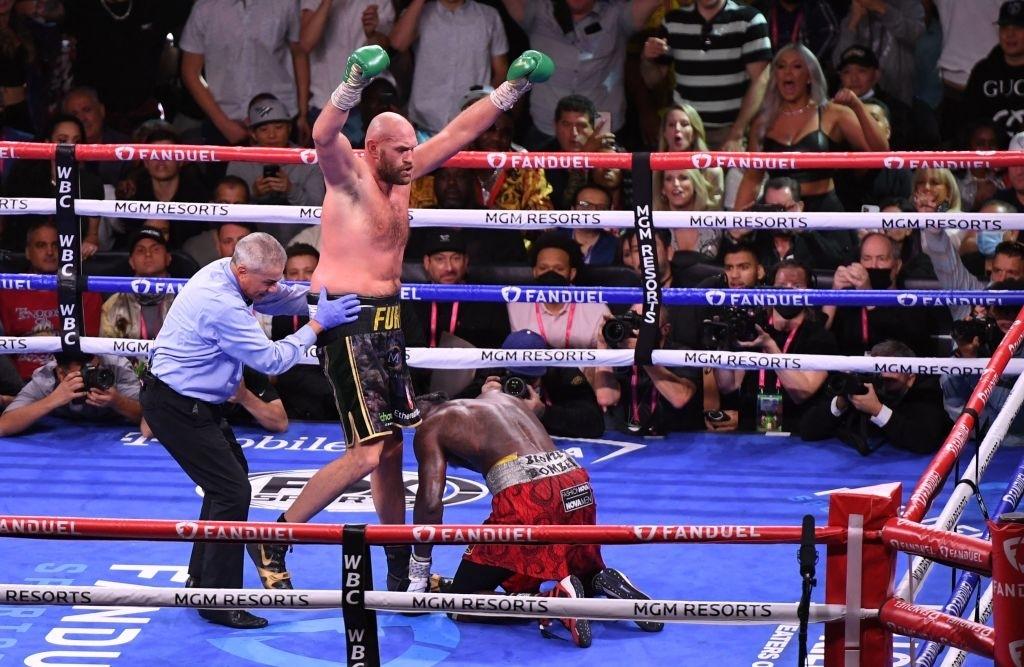 Cảm ơn Tyson Fury và Deontay Wilder vì những trận đấu không thể quên - Ảnh 2.