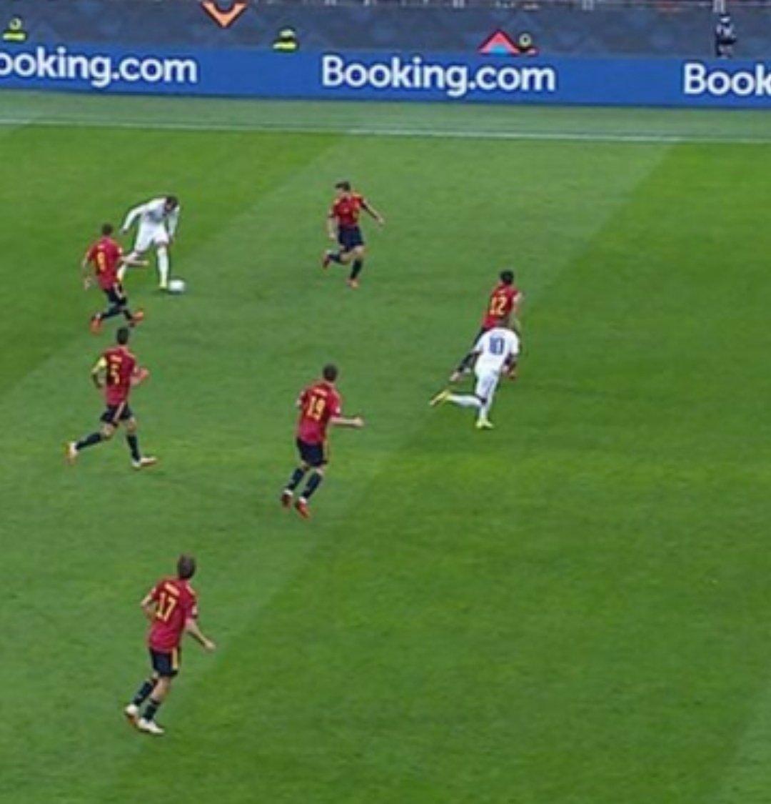 Mbappe có việt vị trong bàn thắng của đội tuyển Pháp? - Ảnh 2.