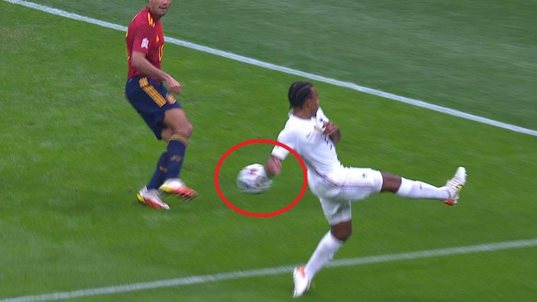 Mbappe có việt vị trong bàn thắng của đội tuyển Pháp? - Ảnh 4.