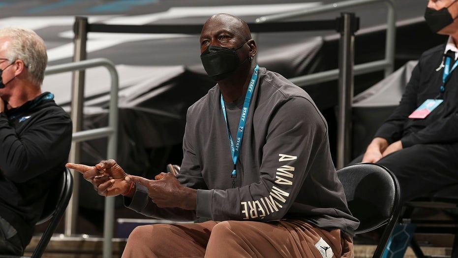 Michael Jordan lên tiếng chấn chỉnh các cầu thủ NBA về vấn đề tiêm chủng - Ảnh 2.
