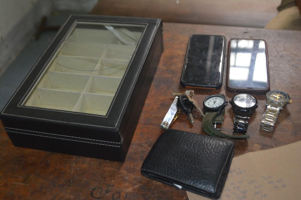 Xông vào quậy phá, tát 2 vợ chồng chủ quán, bắt tặng 2 chiếc đồng hồ tiền triệu rồi bỏ đi - Ảnh 2.