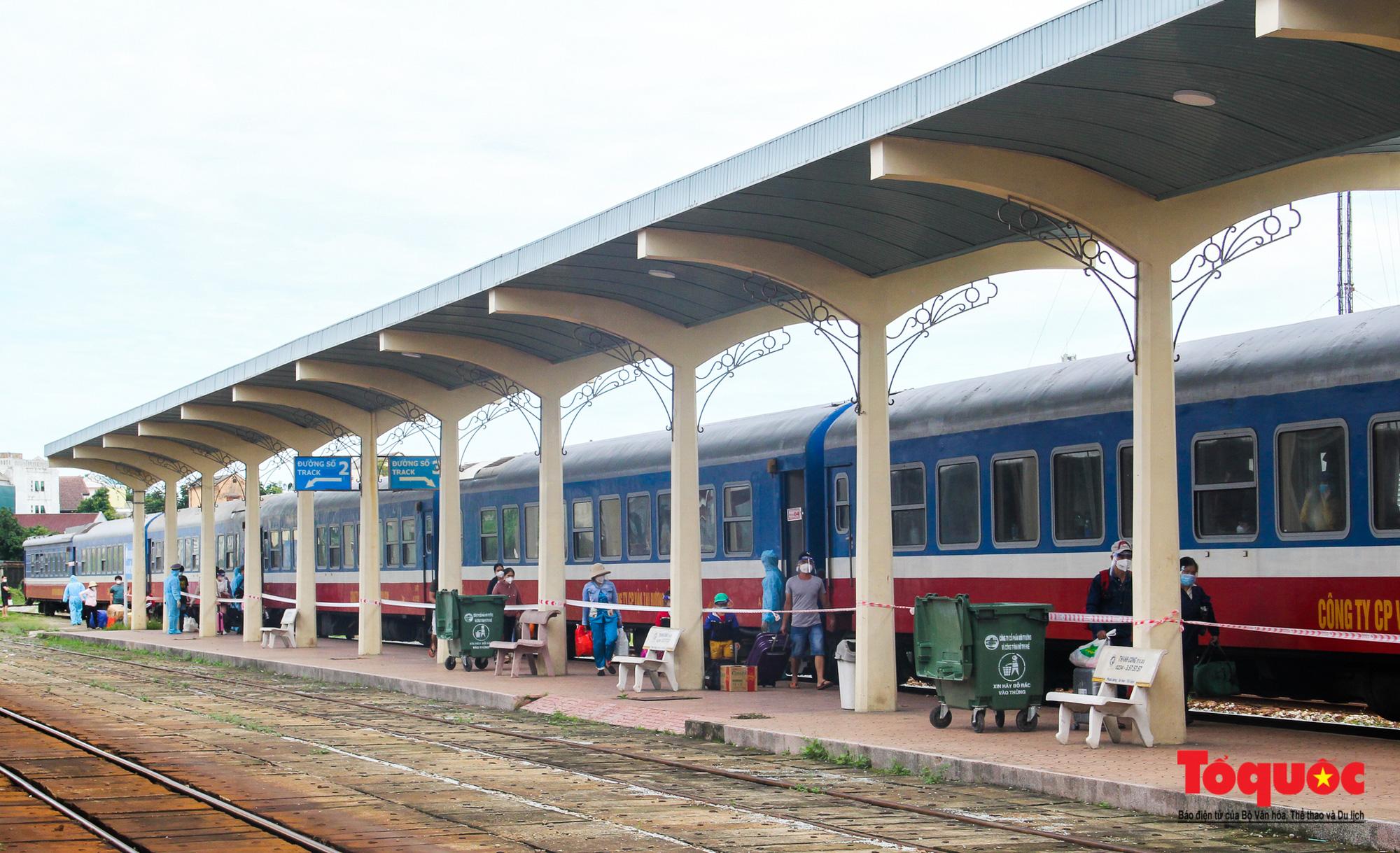 Thêm gần 600 công dân được Thừa Thiên Huế đón về quê bằng tàu hỏa - Ảnh 5.