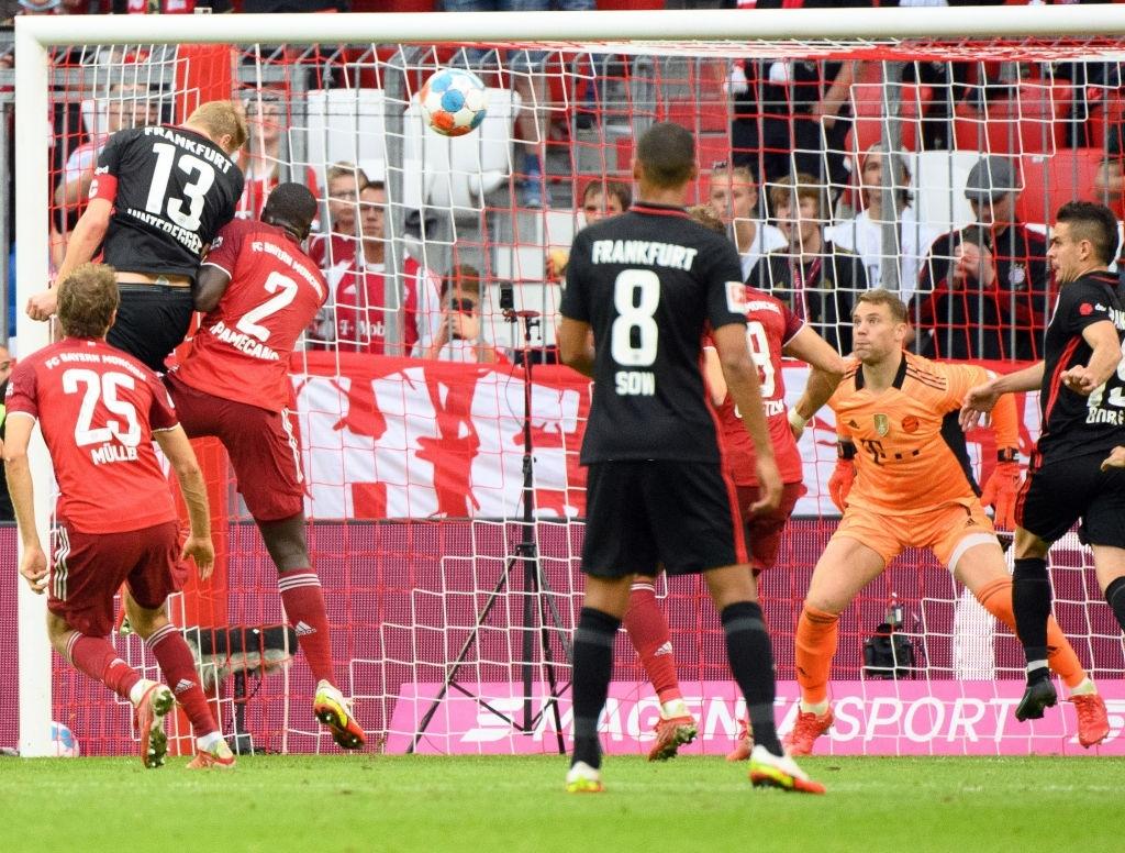 Thủ môn nam thần hóa siêu nhân khiến Bayern thua không thể tin nổi ngay trên sân nhà - Ảnh 5.