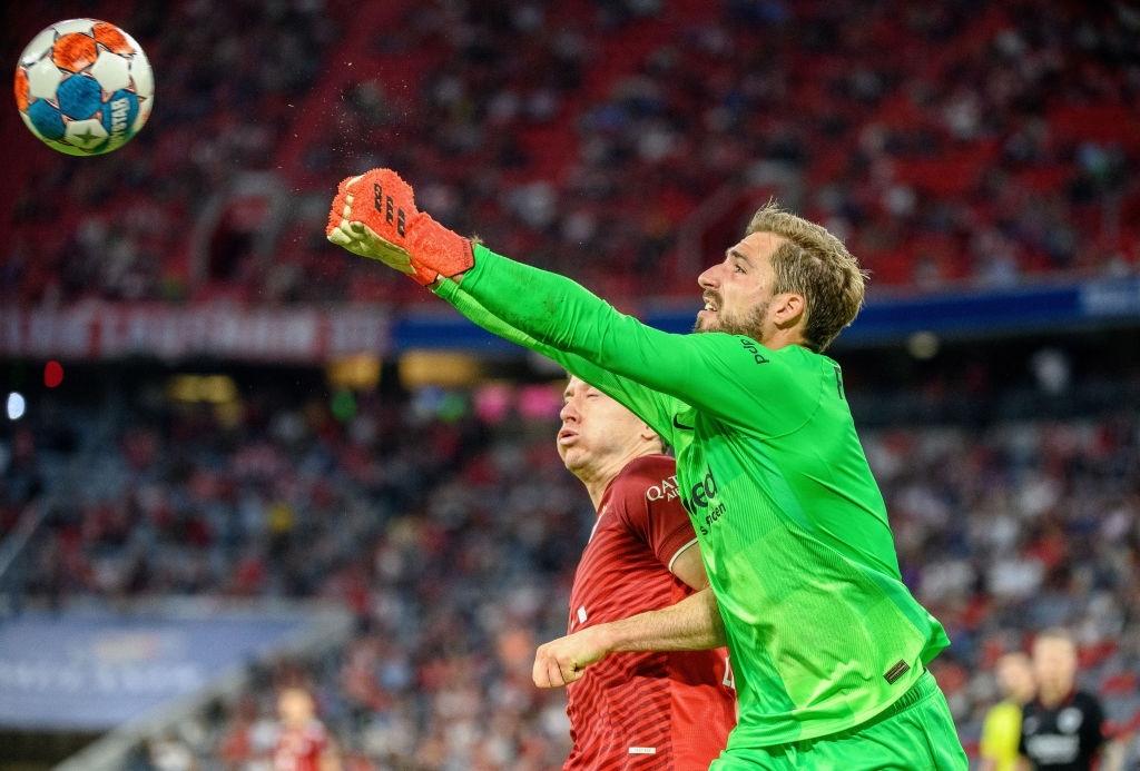 Thủ môn nam thần hóa siêu nhân khiến Bayern thua không thể tin nổi ngay trên sân nhà - Ảnh 10.