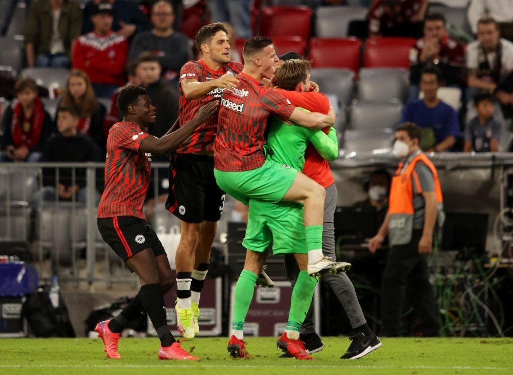 Thủ môn nam thần hóa siêu nhân khiến Bayern thua không thể tin nổi ngay trên sân nhà - Ảnh 11.