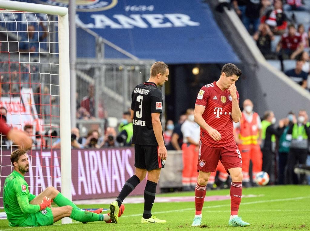Thủ môn nam thần hóa siêu nhân khiến Bayern thua không thể tin nổi ngay trên sân nhà - Ảnh 8.