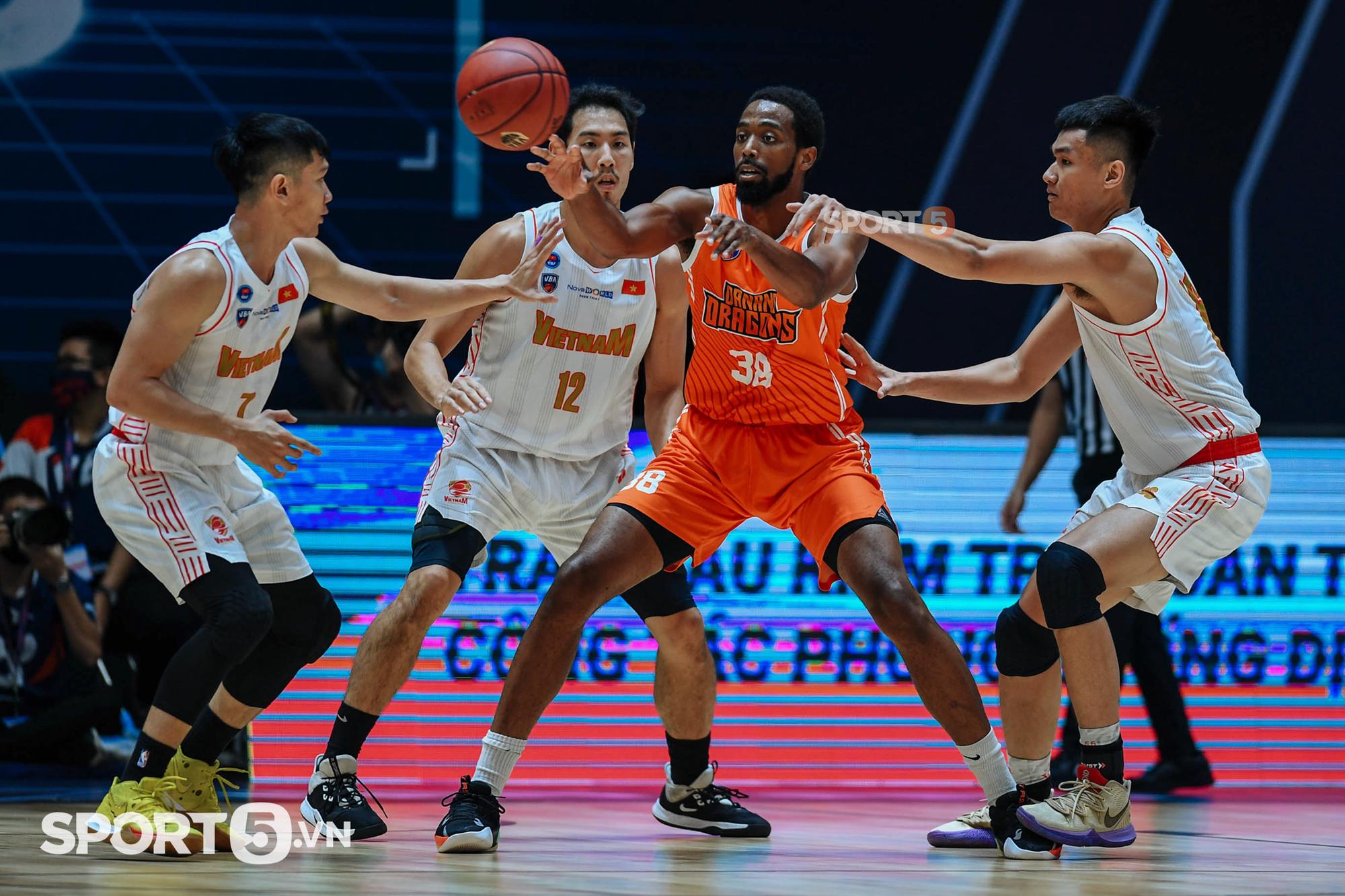 Đội tuyển bóng rổ Quốc gia ra mắt ấn tượng với chiến thắng thuyết phục trước Danang Dragons - Ảnh 3.