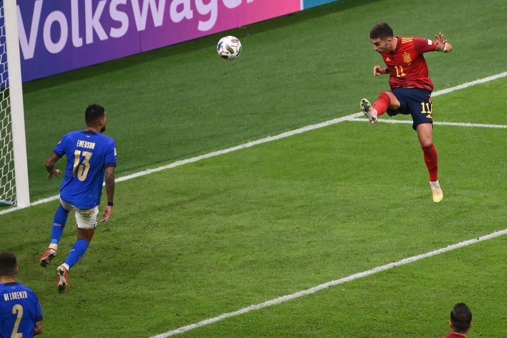 Thi đấu hơn người, Tây Ban Nha vượt qua Italia với tỉ số sát nút - Ảnh 5.