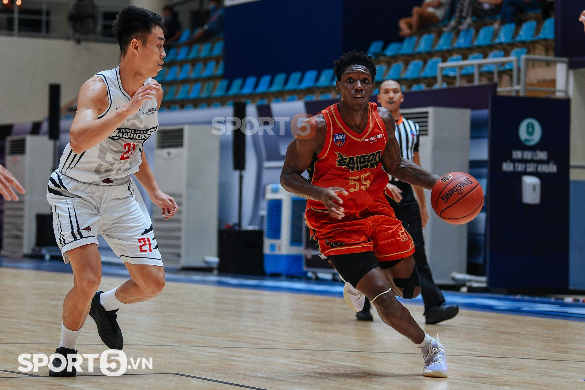 Jordan Young san bằng kỷ lục của Việt Arnold, đưa Thang Long Warriors vượt qua màn trình diễn ấn tượng của DaQuan Bracey - Ảnh 1.