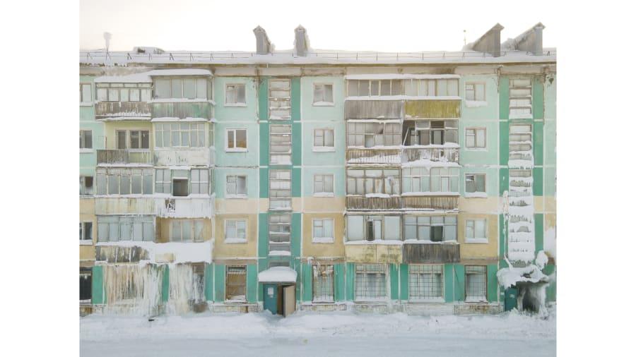 Vẻ đẹp bị lãng quên của những thị trấn ma băng giá ở Nga - Ảnh 3.