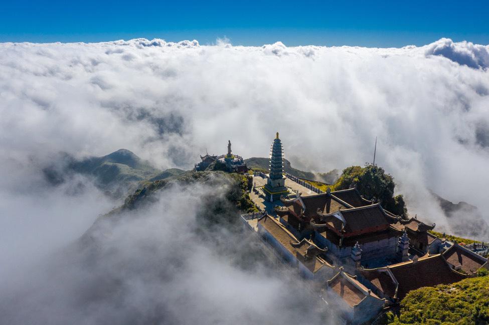 Chiêm ngưỡng các kỳ quan tâm linh ấn tượng trên đỉnh trời khắp thế giới 002