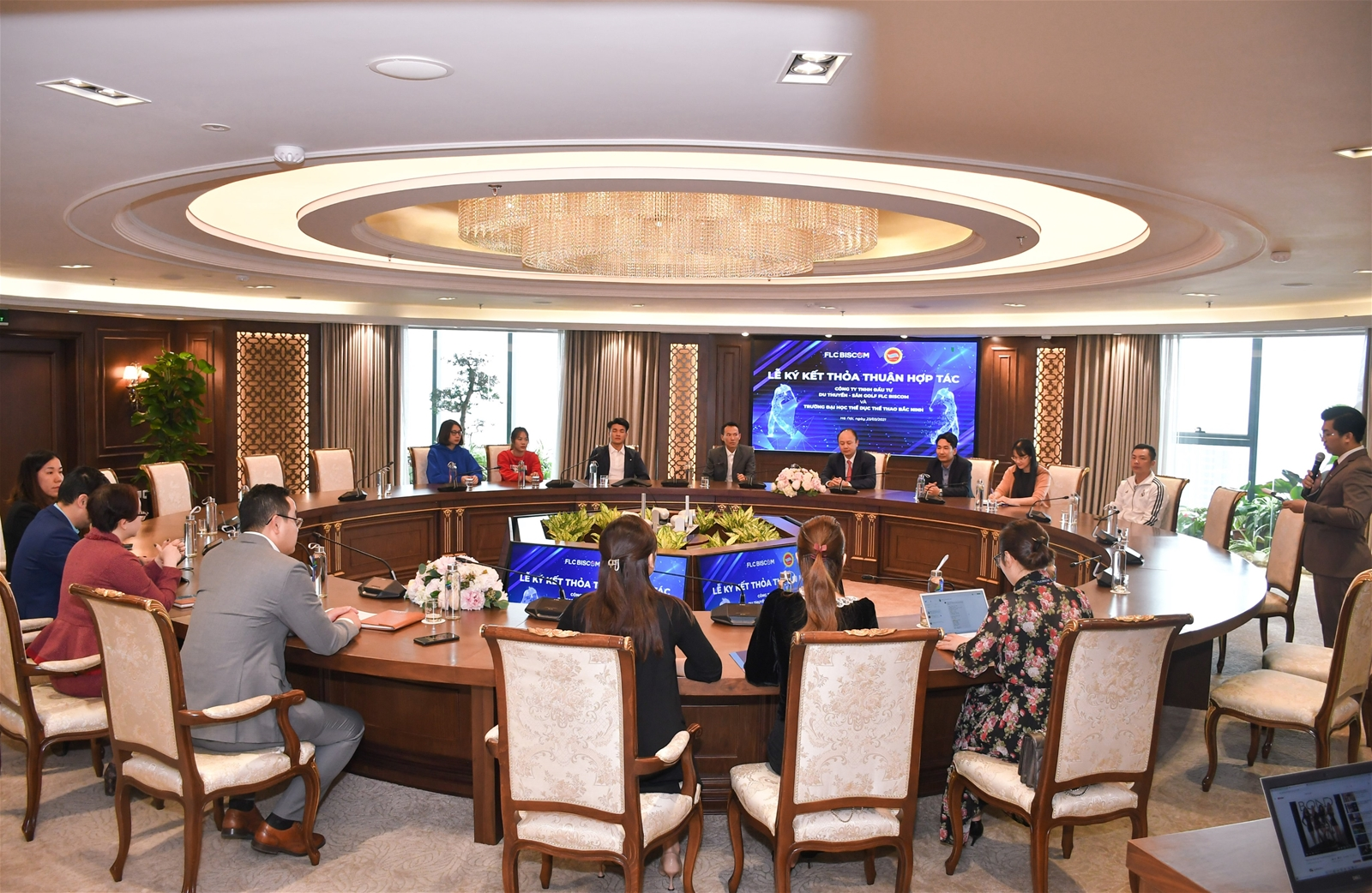 Trường Đại học TDTT Bắc Ninh ký kết thỏa thuận hợp tác với FLC Biscom  - Ảnh 2.