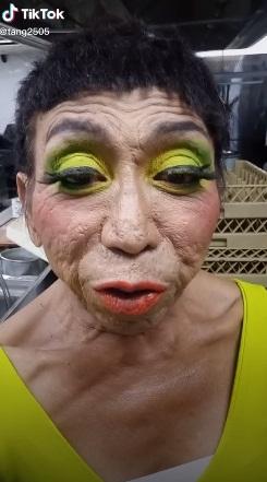 Thảm họa chuyển giới Thái Lan thay đổi hình ảnh với mái tóc ngắn nhìn thôi đã thấy... sợ 002