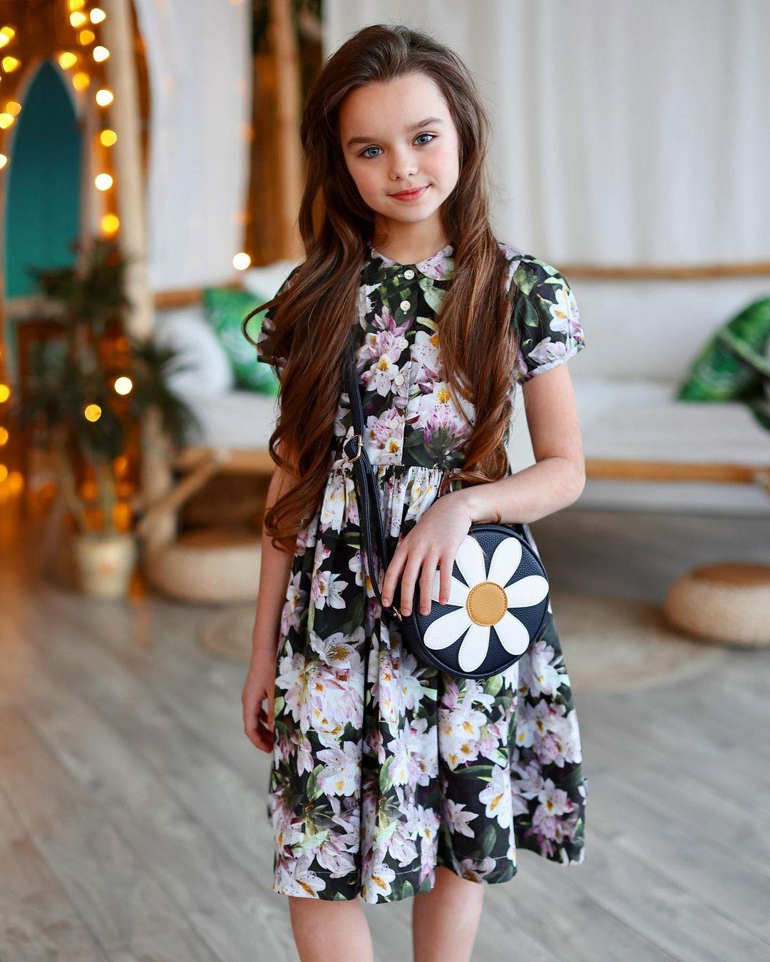 Cô bé người Nga được mệnh danh đẹp nhất thế giới 4 năm trước vẫn gây sốt với nhan sắc hiện tại, nhưng bất ngờ nhất là tiết lộ về chuyện học hành - Ảnh 7.