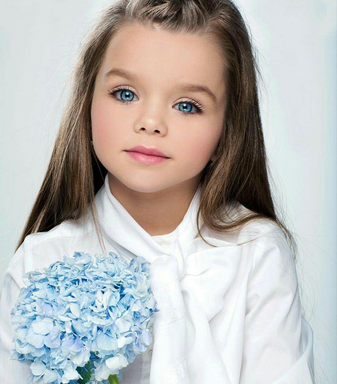 Cô bé người Nga được mệnh danh đẹp nhất thế giới 4 năm trước vẫn gây sốt với nhan sắc hiện tại, nhưng bất ngờ nhất là tiết lộ về chuyện học hành - Ảnh 2.