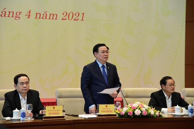 Chủ tịch Quốc hội Vương Đình Huệ chủ trì hội nghị của Ủy ban Thường vụ Quốc hội với đại biểu chuyên trách ở Trung ương - Ảnh 2.