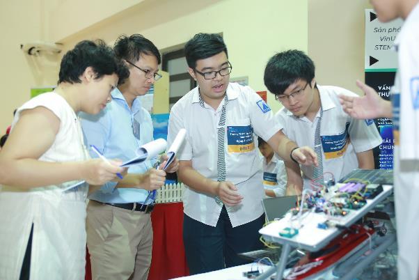 Steam for Vietnam và Vinuni tổ chức khóa học về Robotics cho học sinh THPT - Ảnh 1.
