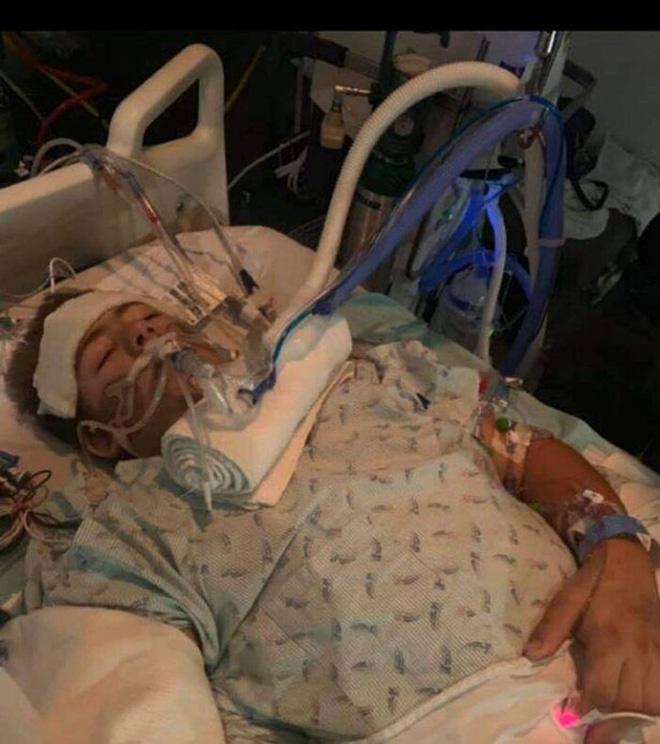 Chàng trai từng bị xe 4 tấn đè nát nửa người vẫn sống sót gây bất ngờ với hình ảnh hiện tại 002