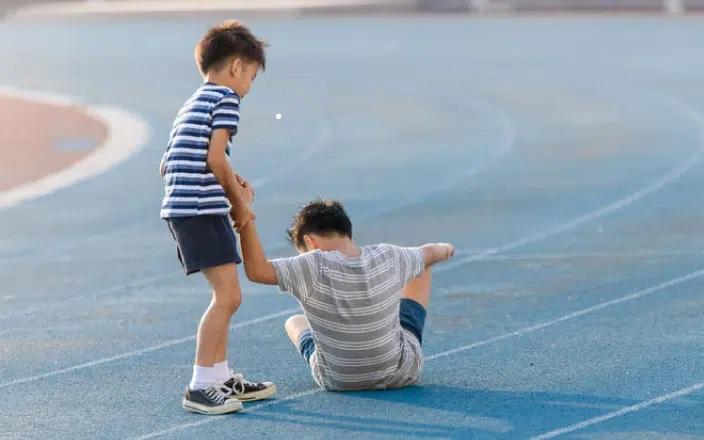Nếu trẻ có 4 biểu hiện này, bố mẹ điều chỉnh ngay để con lớn lên được yêu quý, thành công 002