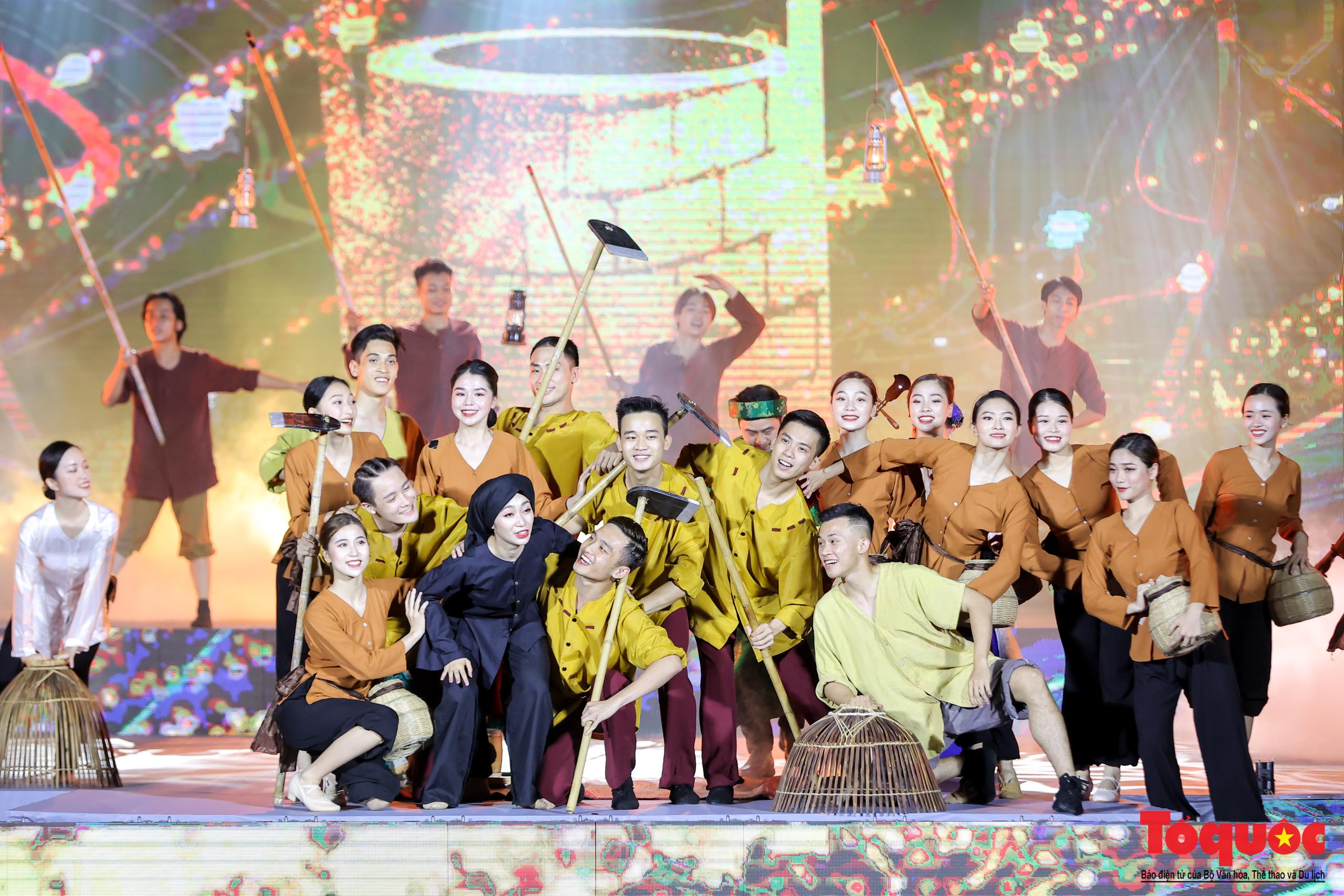 """(Chùm ảnh) Chương trình nghệ thuật đặc sắc """"Văn hoá các dân tộc – Hội tụ và phát triển"""" chào mừng Ngày Văn hoá các dân tộc Việt Nam 2021 - Ảnh 9."""