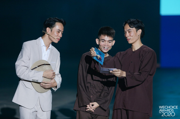 Xuất hiện 3 nhân vật tự nhận HLV Rap Việt mùa 2, còn đòi thay hẳn nón vàng! 002