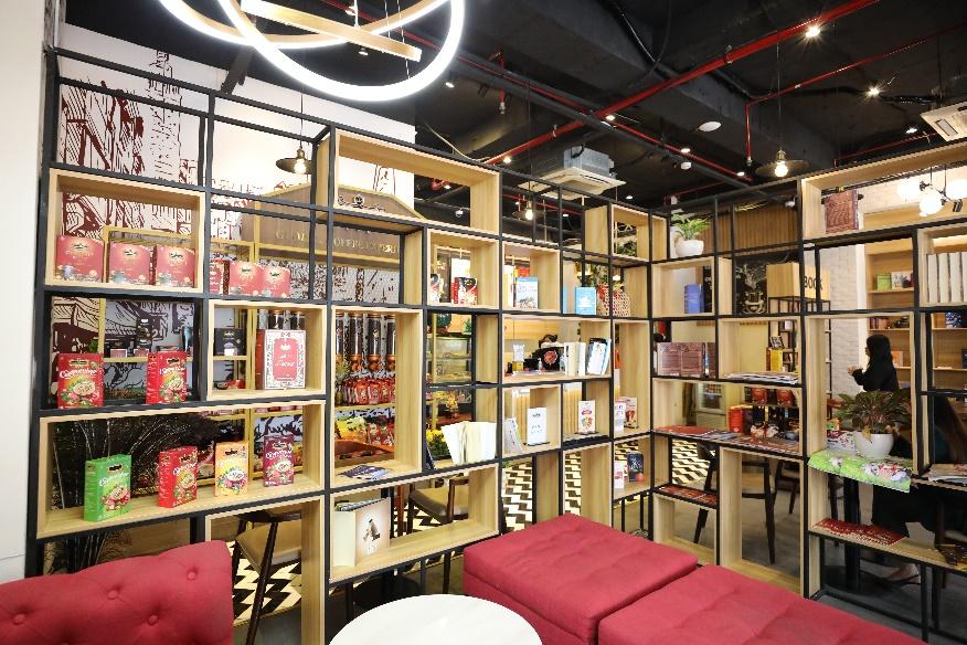 King Coffee Võ Văn Tần, cửa hàng cà phê sách sang-xịn-mịn team thích check-in không thể bỏ qua - Ảnh 2.