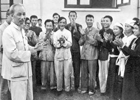 Vận dụng tư tưởng Hồ Chí Minh về đức và tài của người cán bộ trong giai đoạn hiện nay - Ảnh 1.
