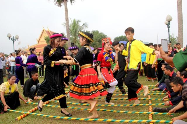 Khám phá văn hóa đặc sắc của các dân tộc tại Làng Văn hóa, Du lịch dịp 30/4 - Ảnh 1.