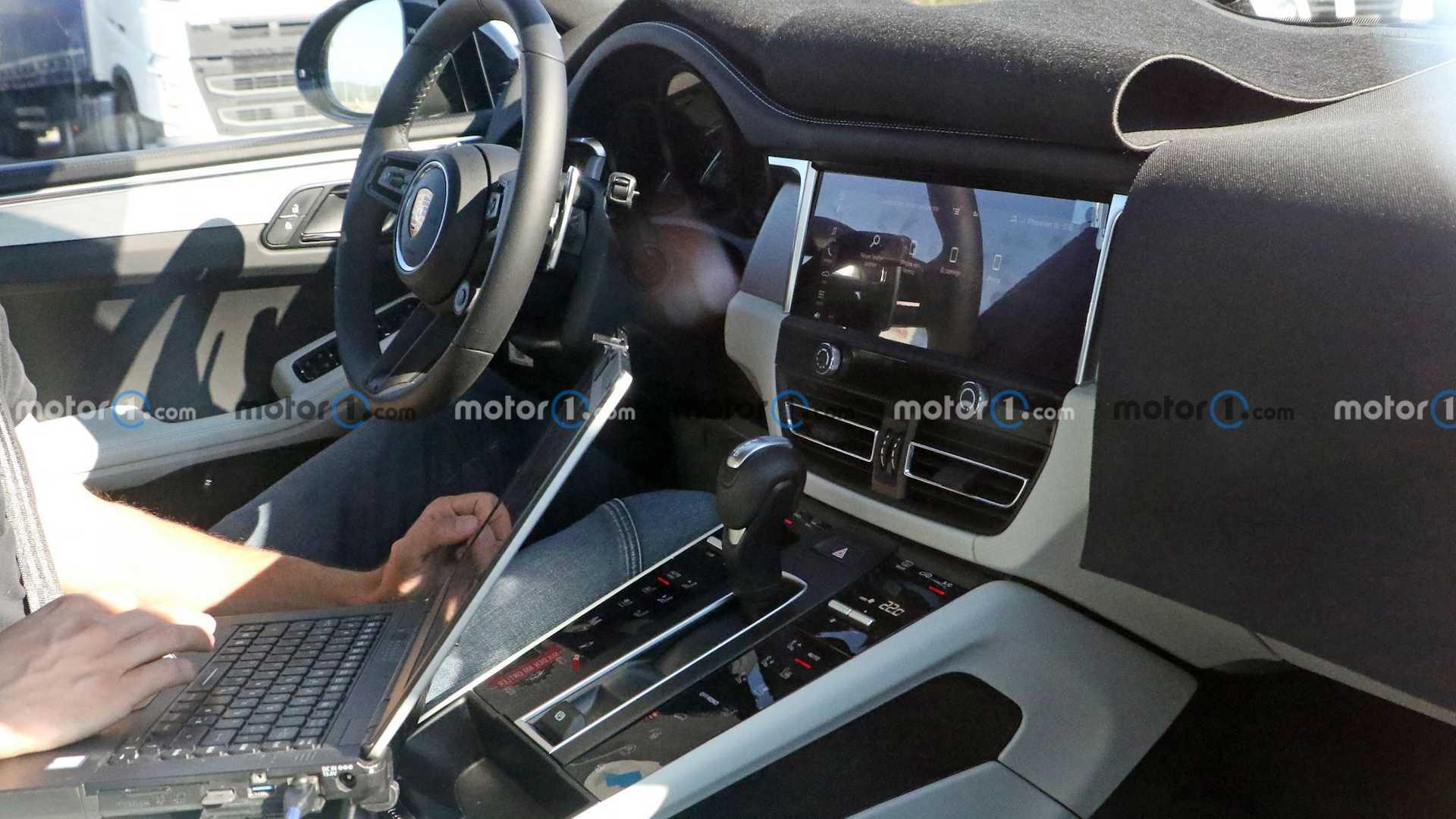 Hé lộ nội thất Porsche Macan mới sắp ra mắt: Vô-lăng mới, bỏ bớt nút bấm - Ảnh 2.