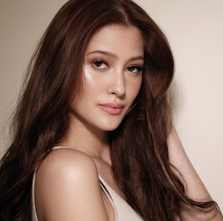 Đối thủ nặng ký của Kim Duyên ở Miss Universe 2021: Đẹp đến mức chưa thi đã được đoán thành Hoa hậu, profile còn khủng hơn - Ảnh 2.