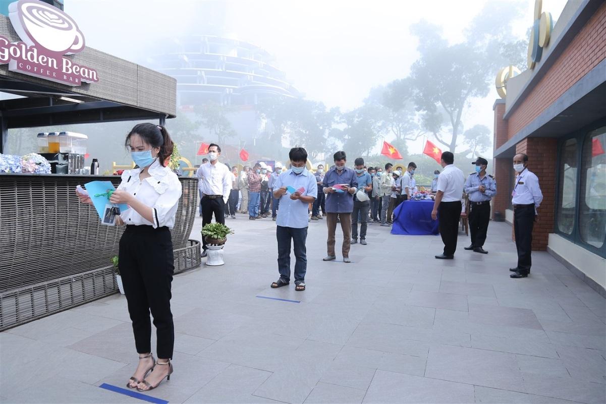 Gần 700 cử tri đi bầu cử tại đỉnh núi Bà Đen Tây Ninh - Ảnh 3.