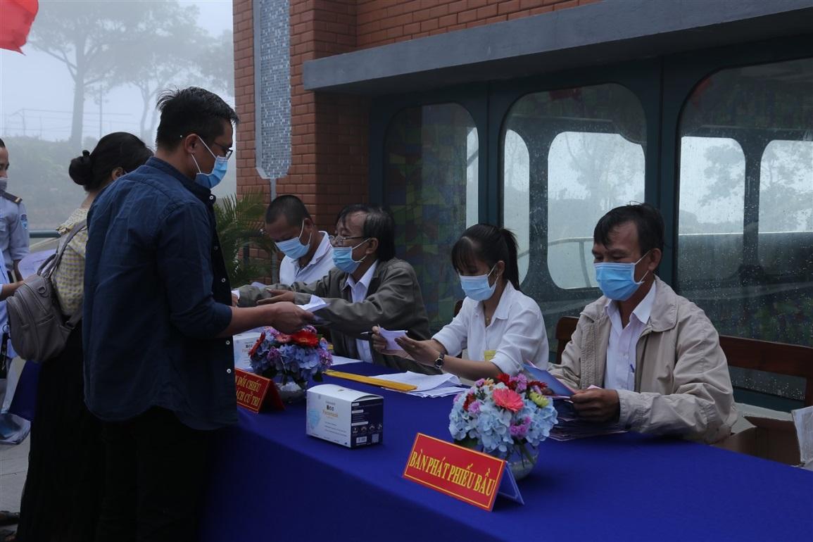 Gần 700 cử tri đi bầu cử tại đỉnh núi Bà Đen Tây Ninh - Ảnh 4.