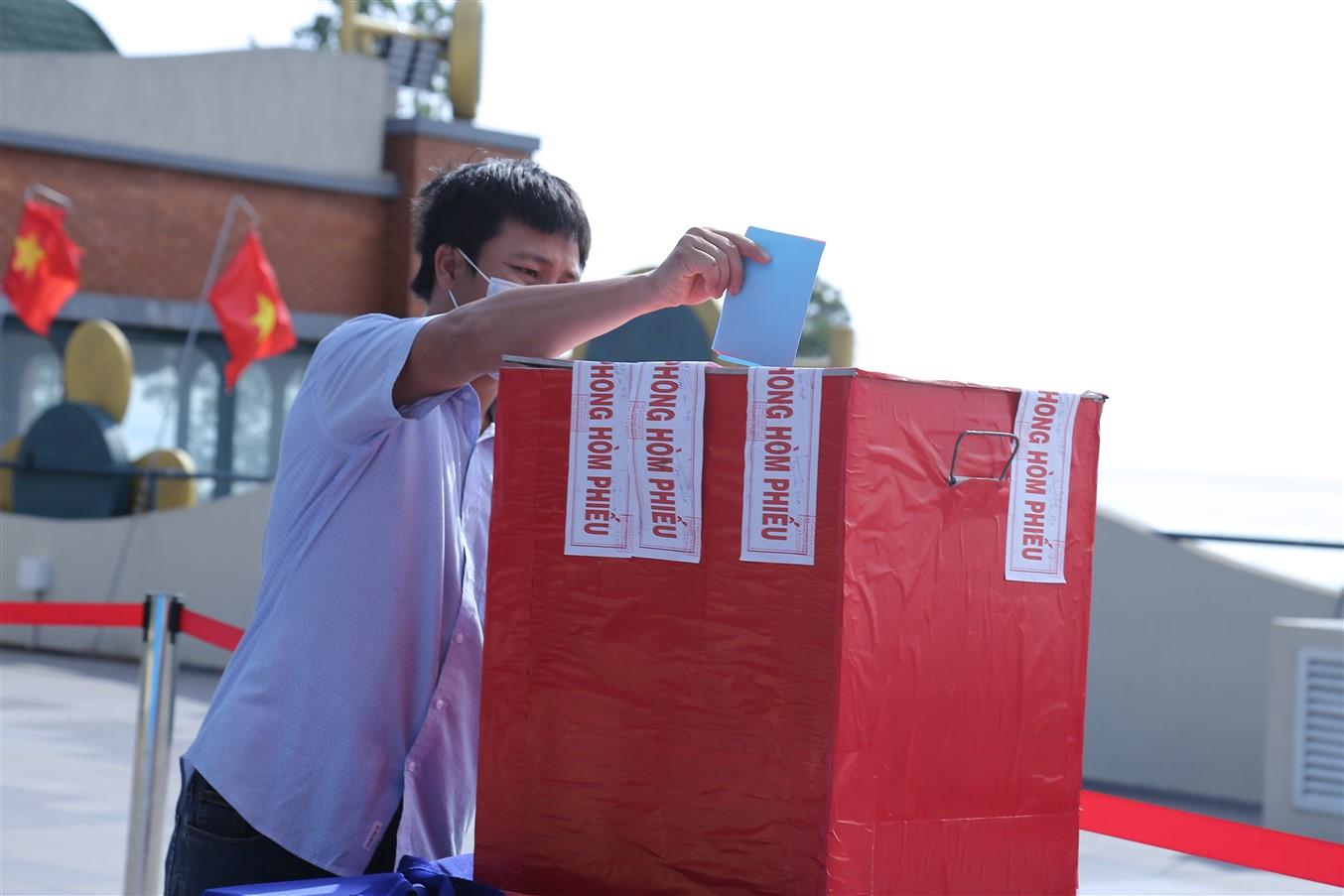Gần 700 cử tri đi bầu cử tại đỉnh núi Bà Đen Tây Ninh - Ảnh 7.