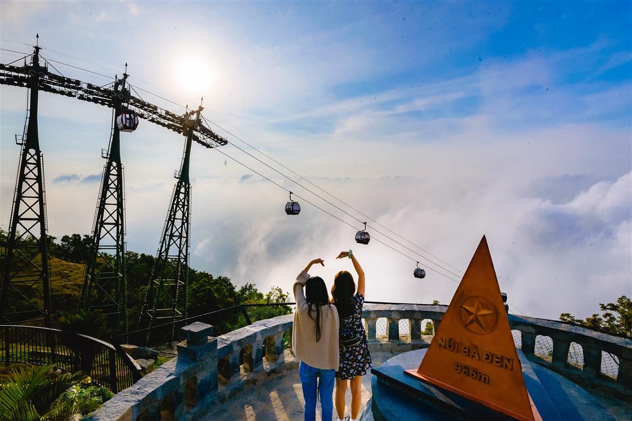 Gần 700 cử tri đi bầu cử tại đỉnh núi Bà Đen Tây Ninh - Ảnh 12.