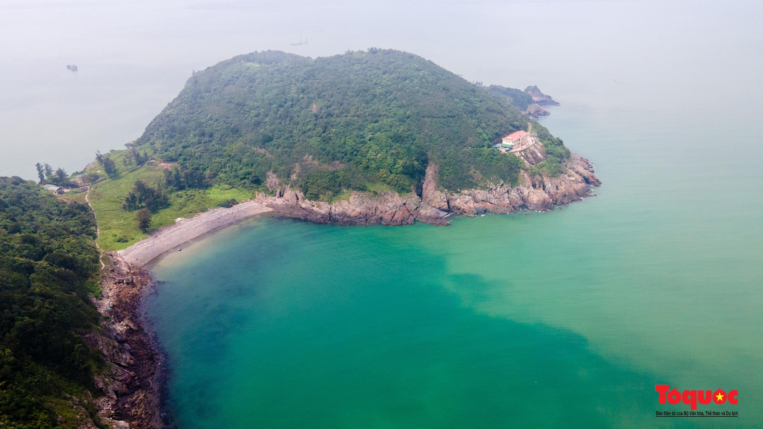 Khám phá ngôi chùa 800 tuổi giữa trùng khơi biển cả - Ảnh 1.