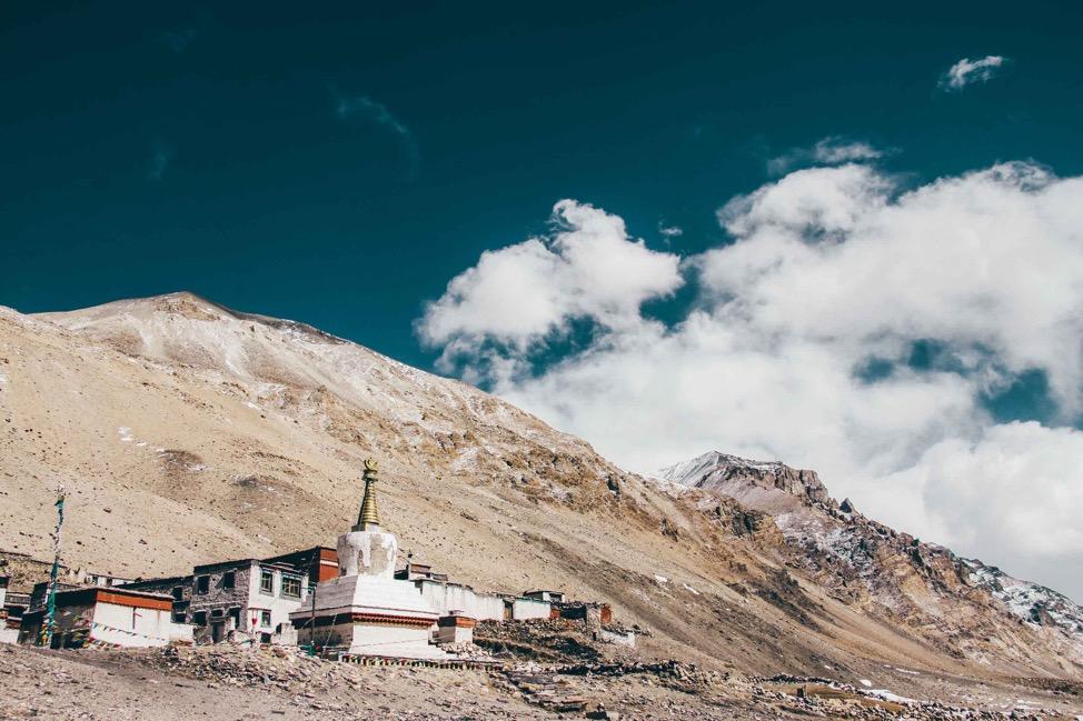 Giải mã sự linh thiêng của những ngôi chùa trên núi - Ảnh 1.