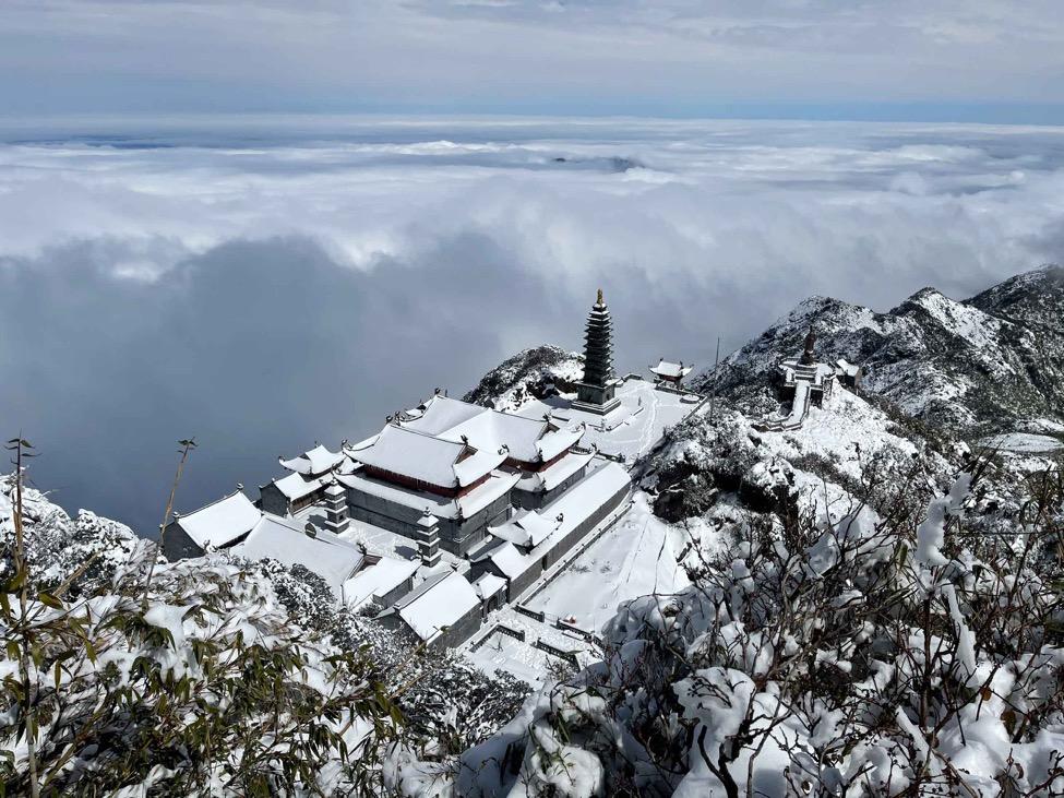 Giải mã sự linh thiêng của những ngôi chùa trên núi - Ảnh 2.