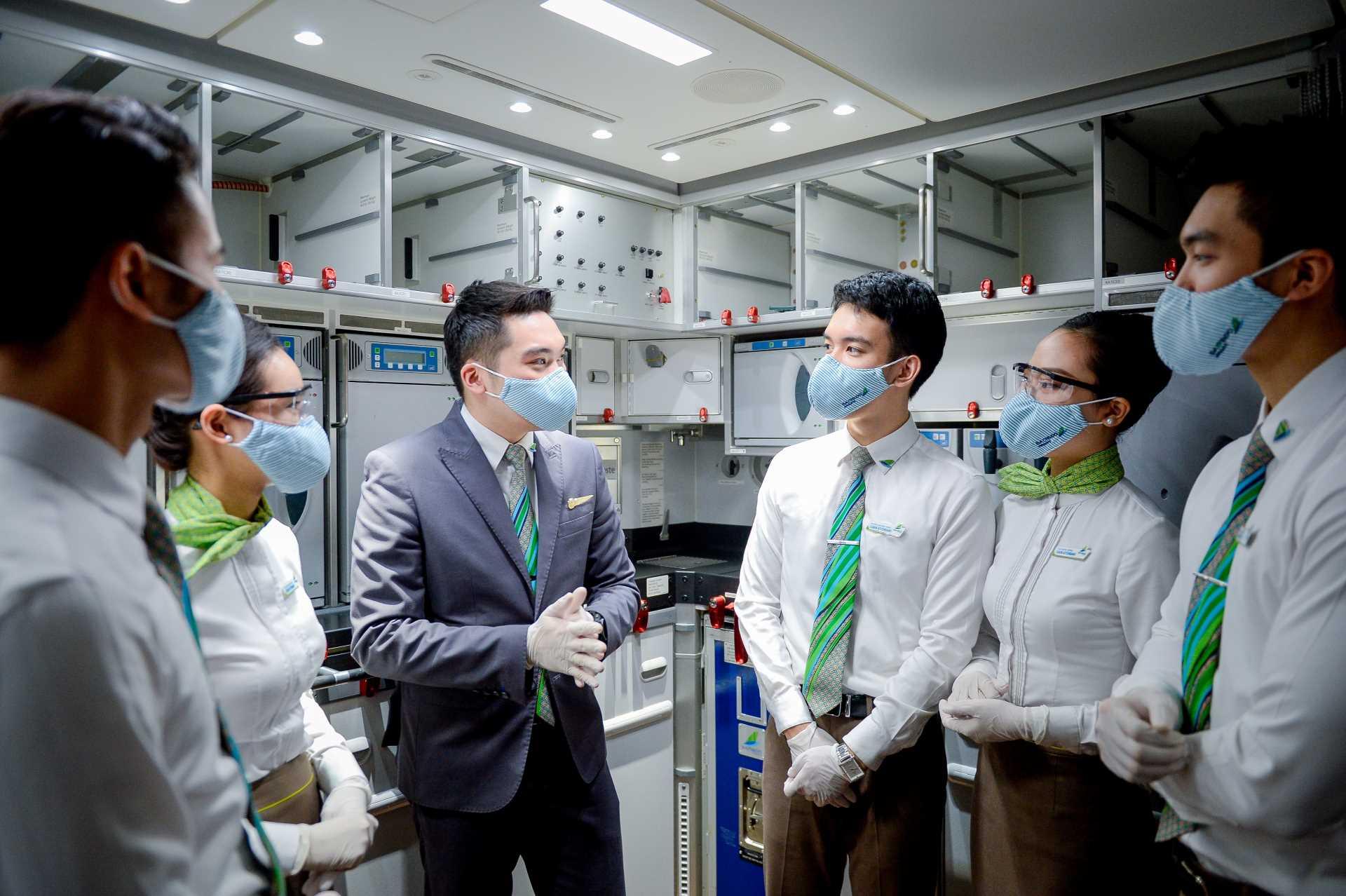 Bamboo Airways triển khai tiêm vaccine COVID-19 cho tất cả cán bộ nhân viên - Ảnh 2.