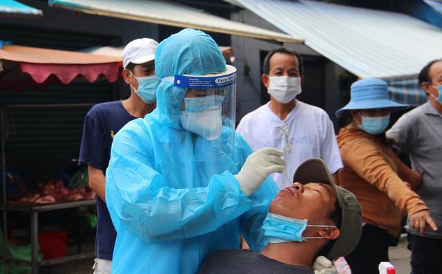 TP.HCM: Chuỗi lây nhiễm khiến 21 người dương tính Covid-19 tại Cty Pouyuen, Ehome 3 và quận 8 - Ảnh 1.