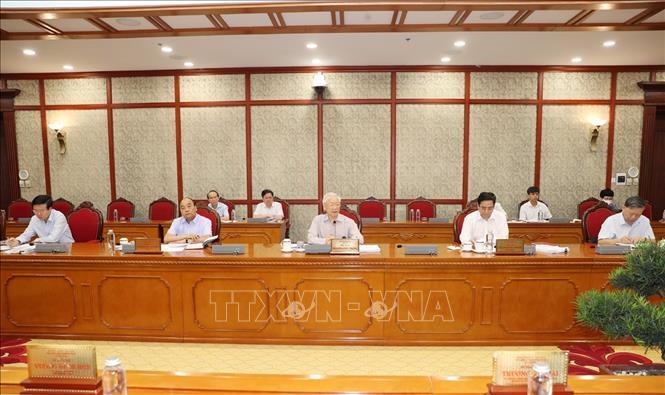 Kết luận của Bộ Chính trị về một số nhiệm vụ trọng tâm trong phòng, chống dịch COVID-19 - Ảnh 1.