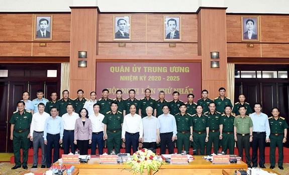Công bố quyết định của Bộ Chính trị về công tác cán bộ tại Quân ủy Trung ương - Ảnh 2.