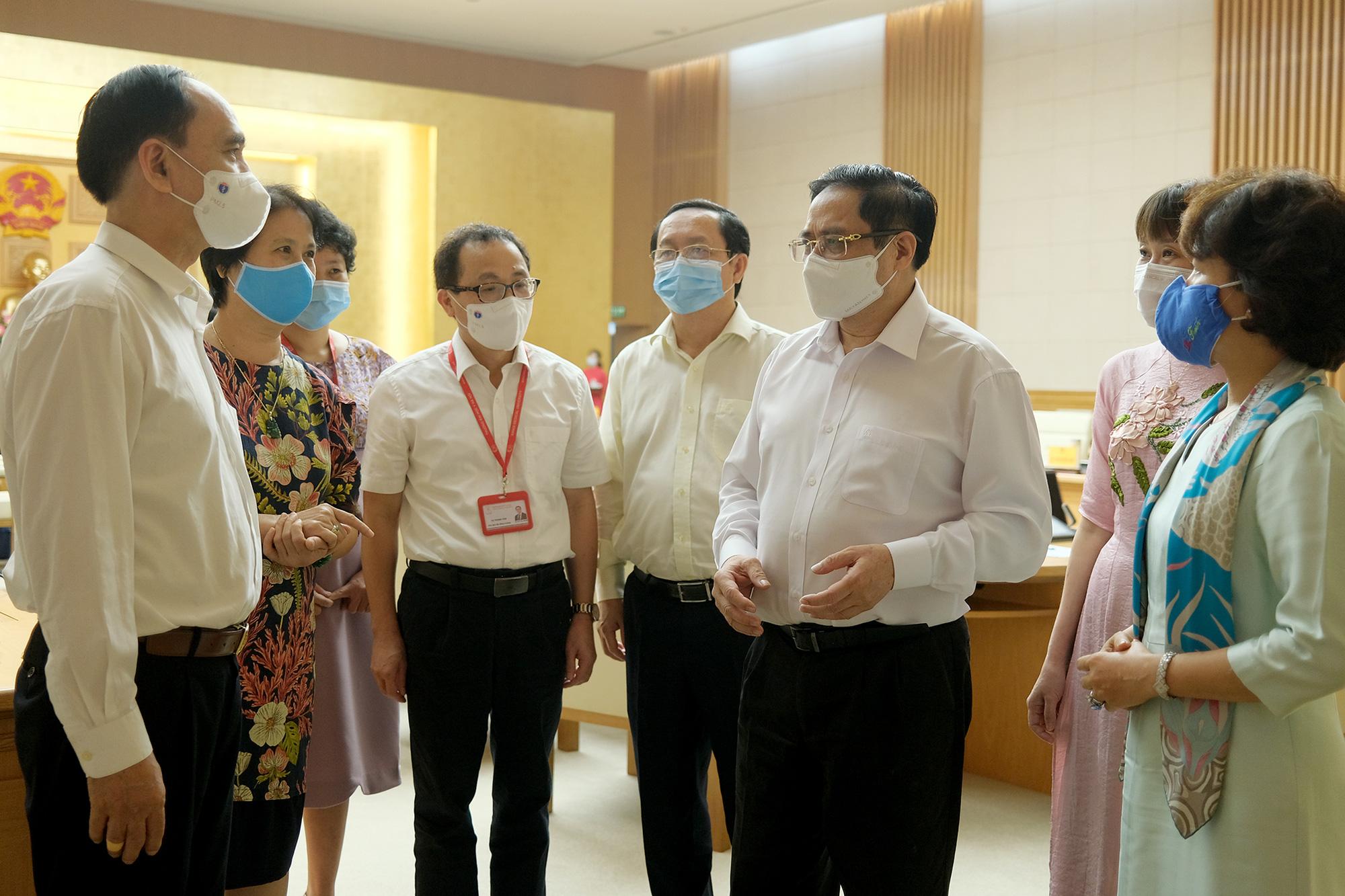 Thủ tướng: Quyết tâm nghiên cứu, chuyển giao, sản xuất bằng được vaccine COVID-19 - Ảnh 2.