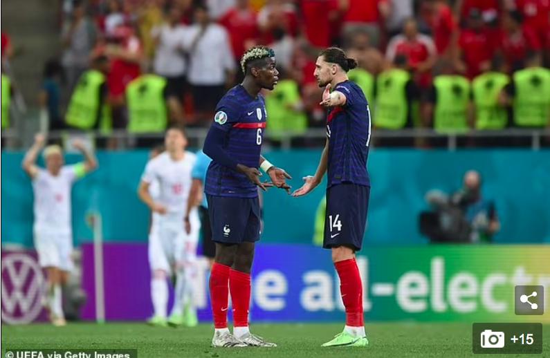 Tiếp nối drama: Đồng đội chán ngấy Mbappe hờn dỗi, tuyển thủ Pháp tức giận với cơ sở vật chất của khách sạn và không được gặp gia đình - Ảnh 2.