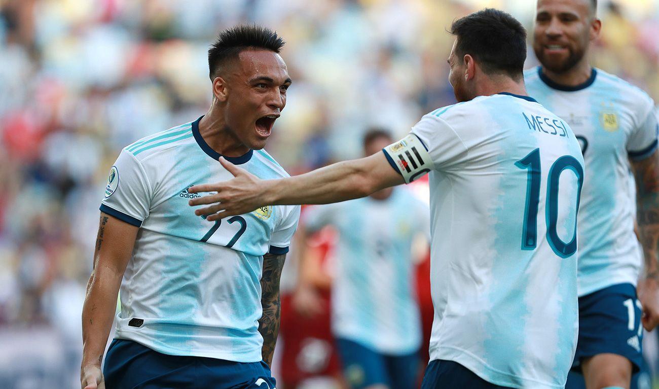 """5 đồng đội của Messi ở Argentina từng sang Việt Nam thi đấu: """"Găng tay vàng"""" Martinez bị khuất phục - Ảnh 2."""